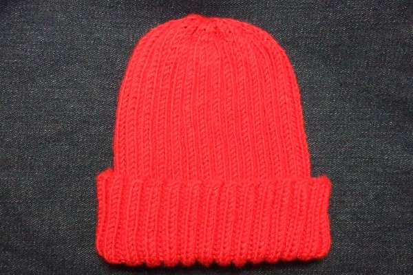 free pattern: reversible ribbed hat | stringtheories